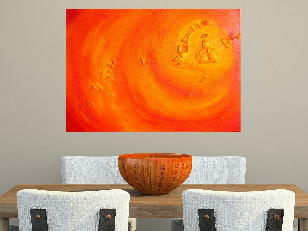 Oranje schilderij boven eettafel