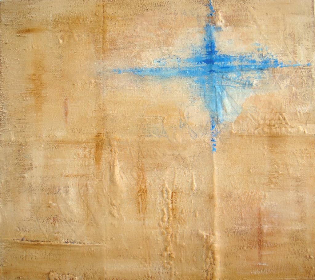 Schilderij met verhaal - Spoor van liefde II - abstract schilderij met reliëf in aardetinten, crème en blauw met zand en stoffen harten erop