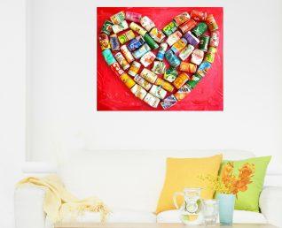 Schilderij met groot hart Platgetrapt hart I boven witte bank