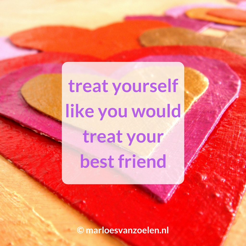 Detail kleurrijk schilderij Hartig hart - Quote Treat yourself like you would treat your best friend
