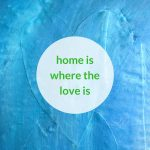 Detail uit schilderij Zee van liefde van Marloes van Zoelen met quote Home is where the love is