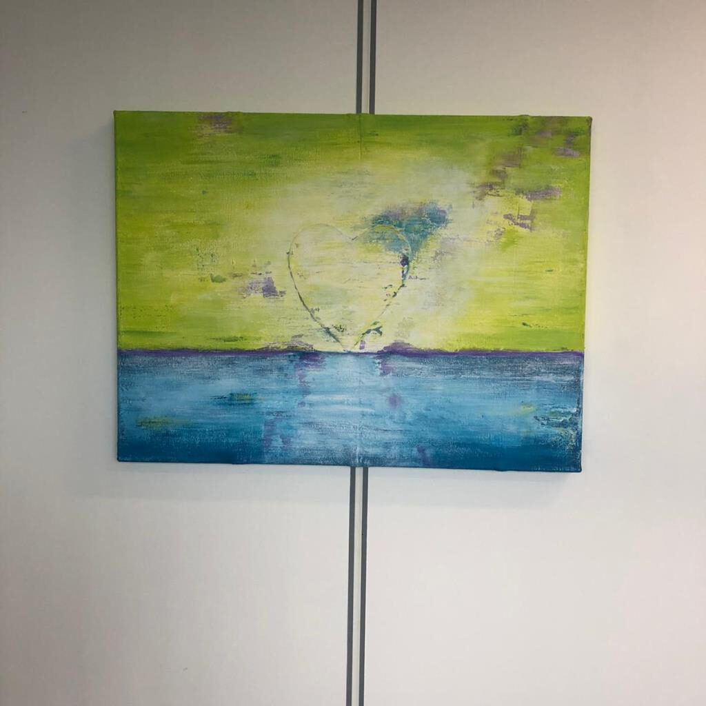 Schilderij Zee van Geluk in de praktijk van Petra van Garderen