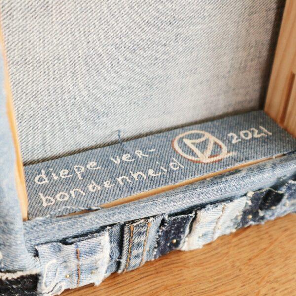 Textiel schilderij Diepe verbondenheid - Label - Marloes van Zoelen