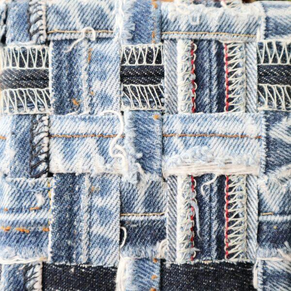 Jeans schilderij Innig verbonden I - Detail - Marloes van Zoelen