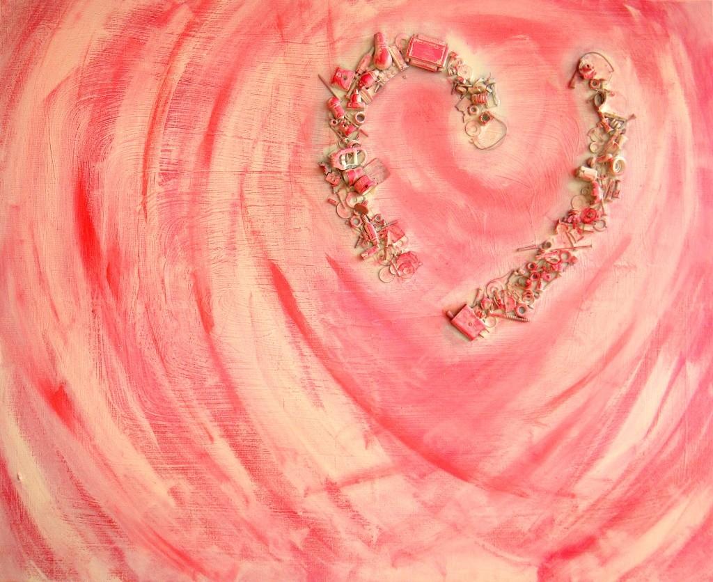 Abstract kleurrijk herinneringsschilderij met reliëf van 80 x 100 cm met een hart van troepjes erop
